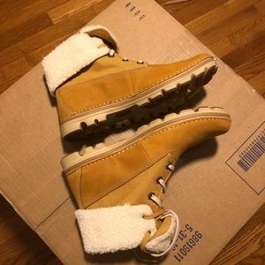Timberland fleece-lined fold-down boots NEVER WORN